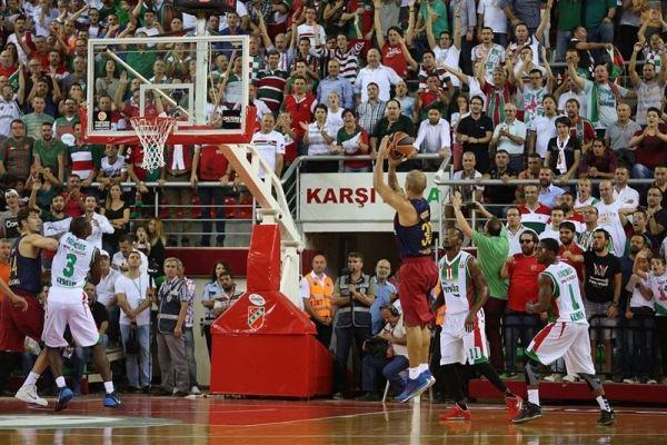 """Карлос Арройо """"стреляет"""" со средней дистанции и промахивается, Euroleague"""