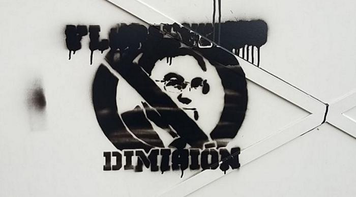Болельщики Реала разукрасили помещения около Сантьяго Бернабеу с просьбой к Флорентино Пересу подать в отставку, AS.com