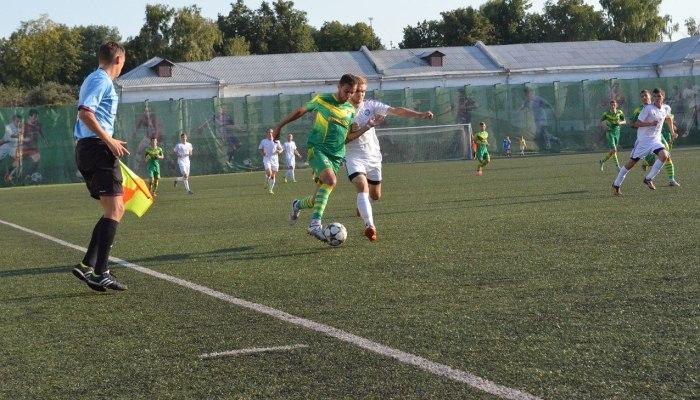 Мишуренко (слева) стал одним из самых приятных открытий первого полугодия второй лиги, fcbarsa.com.ua