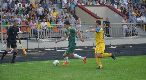 Волошинович (ліворуч) у матчі проти своєї колишньої команди – ФК Тернопіль, фото fcnyva.com
