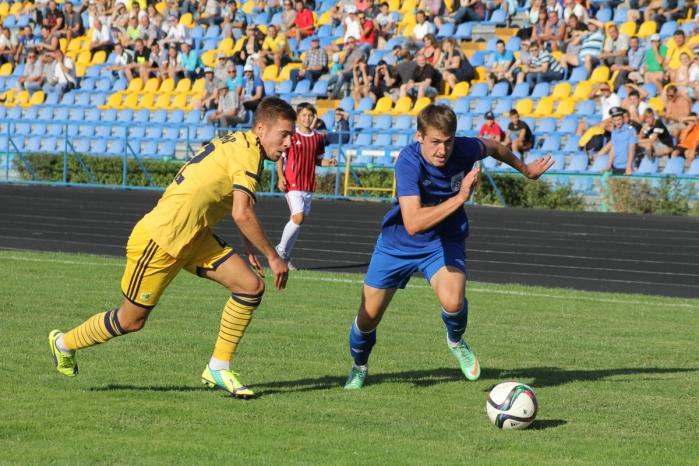 Виктор Берко (справа) феерил в матче с Металлистом, фото mfc.mk.ua