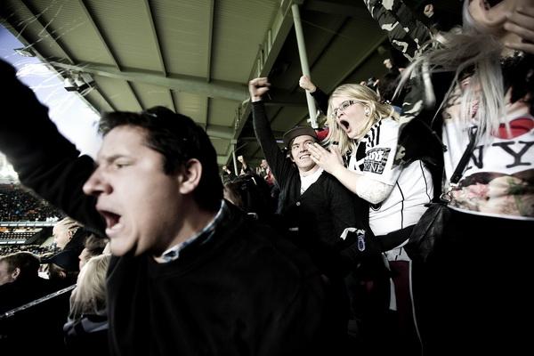 """Trondheim 29.03.2014 Rosenborg mot Viking i serieåpningen av 2014/15 sesongen. Kampen endte 2-2. """"Kjernen"""" lot seg engasjere. Foto: Linda Næsfeldt"""