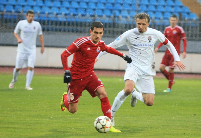 Мигунов (слева) стал, пожалуй, самым статусным приобретением приазовцев, фото fcilich.com