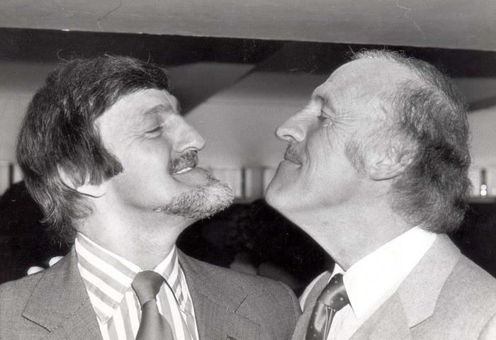 Джимми Хилл (слева) и знаменитый британский телеведущий Джон Форсайт, theguardian.com