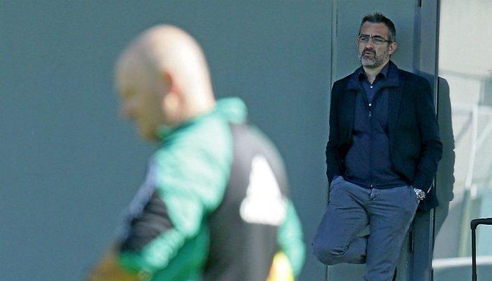 Эдуардо Масия наблюдает за тренировками Пепе Меля, Marca.com