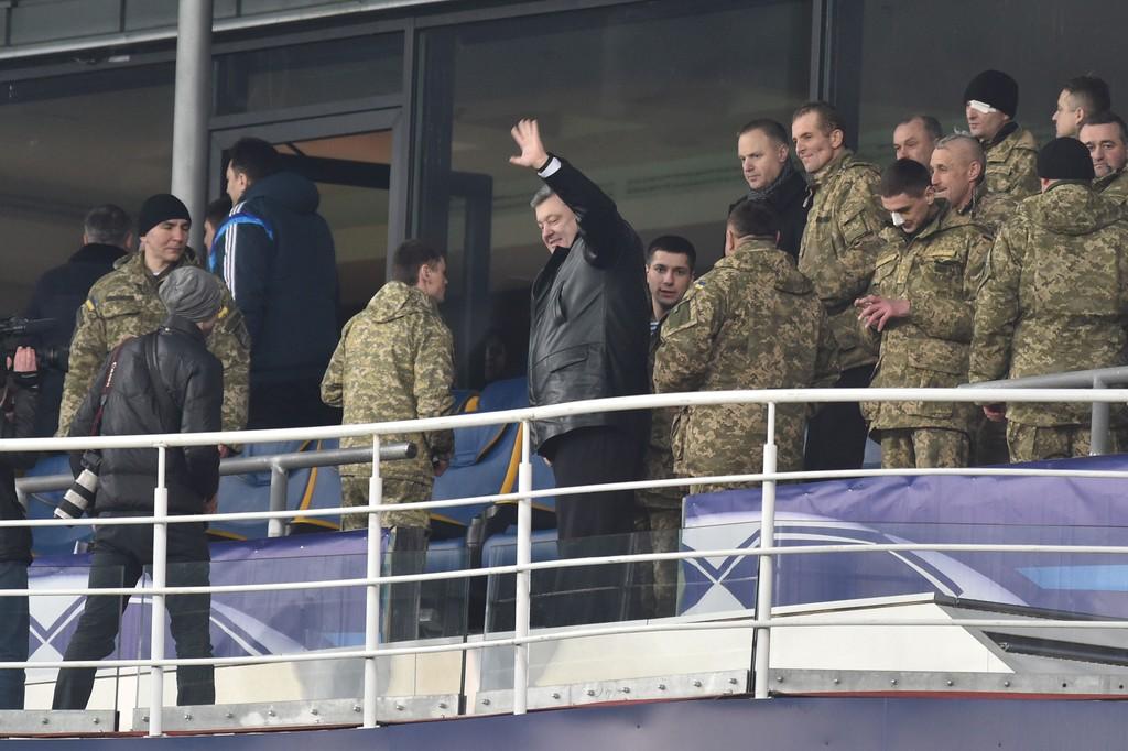 Разом з воїнами АТО на матчі був присутній Президент України, AFP