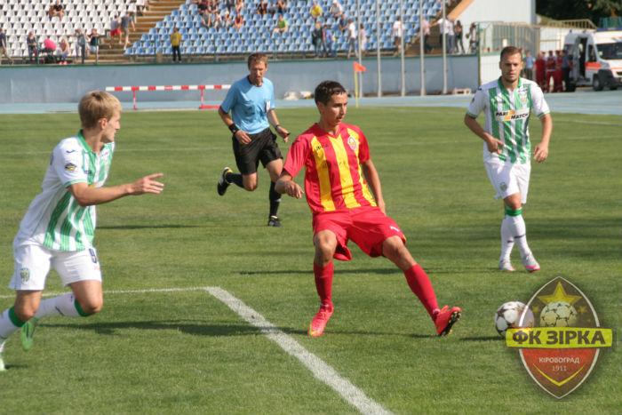 Андрей Мостовой (в центре) против Карпат