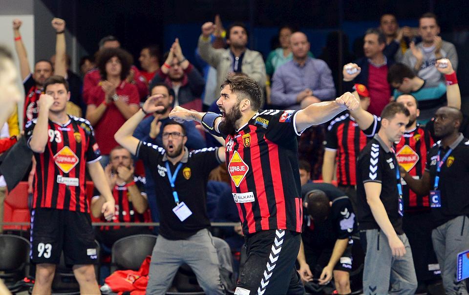 Игроки Вардара празднуют один из ключевых мячей в матче против Вислы, ehf.eu