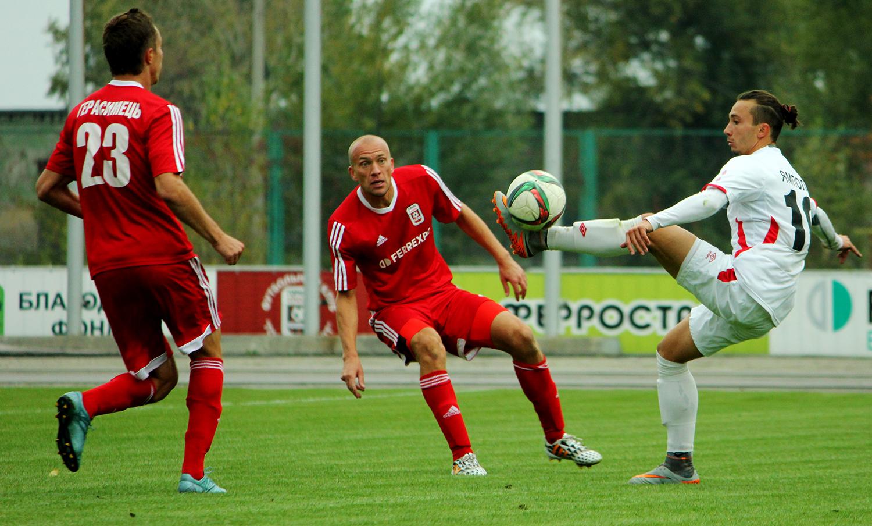 Ямполь (справа) уже не поможет криворожанам в «горняцком дерби» – он ушел в Черкасский Днепр, gornyak-sport.net