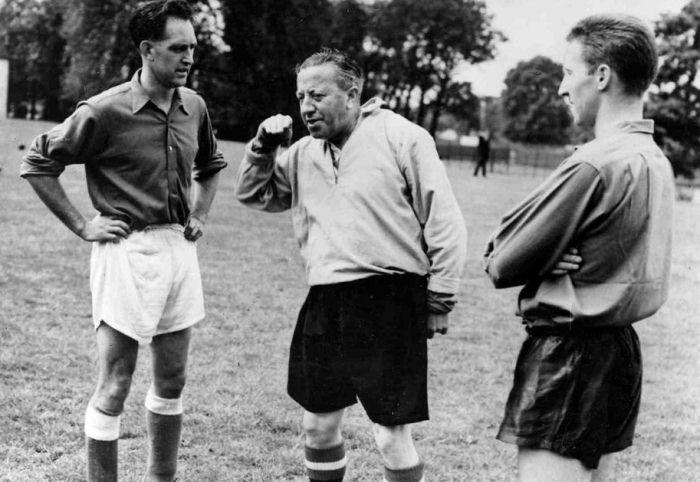 Джимми Мерфи (по центру), Дэйв Боуэн (слева) и Клифф Джонс (справа), walesonline.co.uk