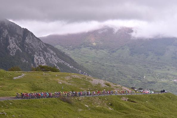Пелотон Джиро заехал в Аппенинские горы, Getty Images