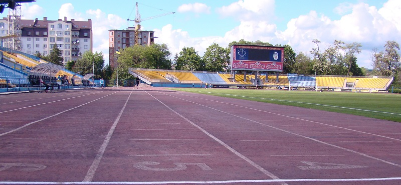 Футбол по-ужгородськи: позичені футболісти та вхід по паспортах