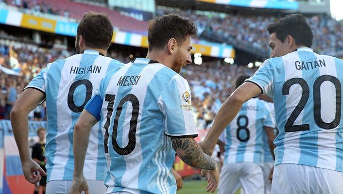 Дубль Игуаина вывел Аргентину вполуфинал Кубка Америки