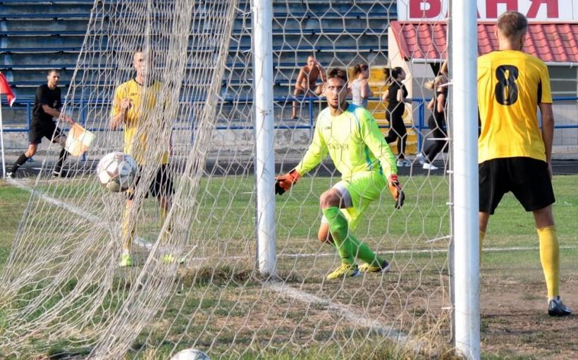 Вратарь Энергии Старченко дважды отражал пенальти, но все же пропустил 4 мяча от Реала Фармы, фото real-farma.com.ua