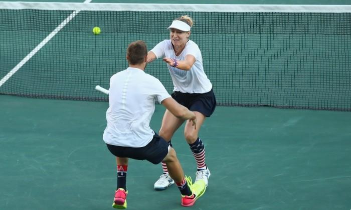 Теннис. Маттек-Сандс и Сок побеждают в миксте