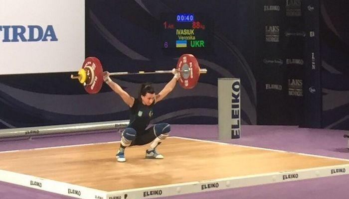 Спортсменка изТаиланда завоевала золотую медаль иустановила рекорд— Тяжелая атлетика