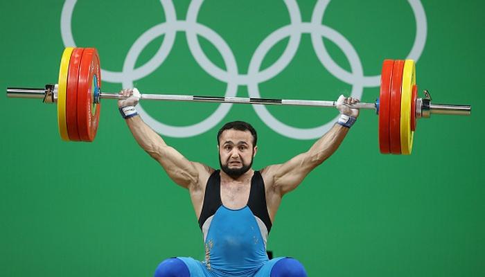 Тяжелоатлет Рахимов принес Казахстану первую золотую медаль наОлимпиаде