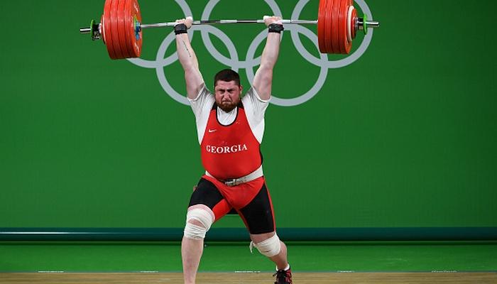 Грузинский тяжелоатлет Лаша Талахадзе завоевал золото Олимпиады ввесе свыше 105кг
