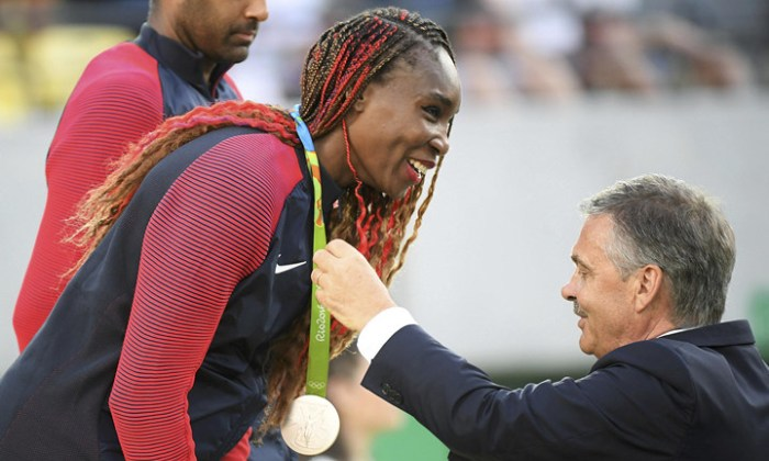 Винус Уильямс получает пятую медаль, Reuters