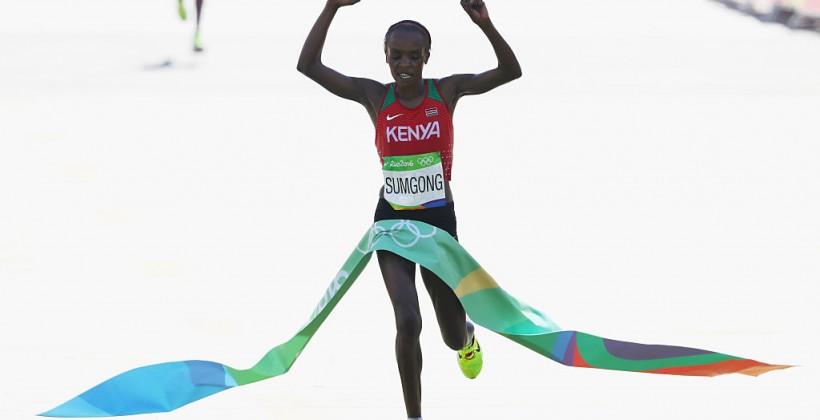 Кенийка Джемина Сумсон завоевала золото вмарафоне наОлимпийских играх