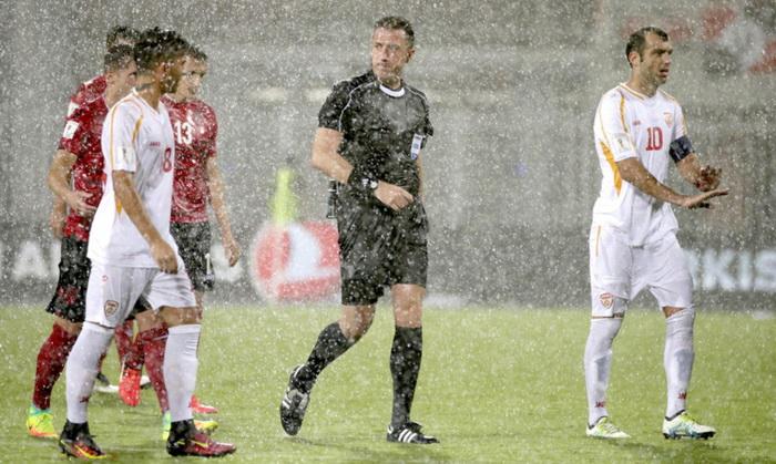 Матч Албания— Македония небыл доигран из-за дождя. ЧМ