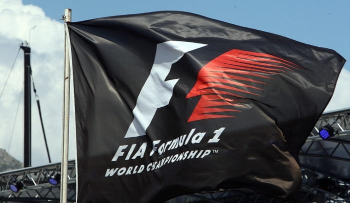 Экклстоун останется боссом Формулы-1 еще натри года