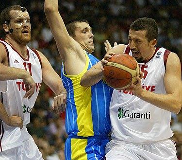 Хедо Туркоглу против Андрея Агафонова, фото FIBA-Europe