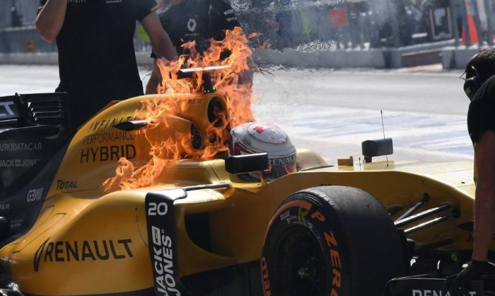 Предпосылкой возгорания машины Кевина Магнуссена стала утечка топлива