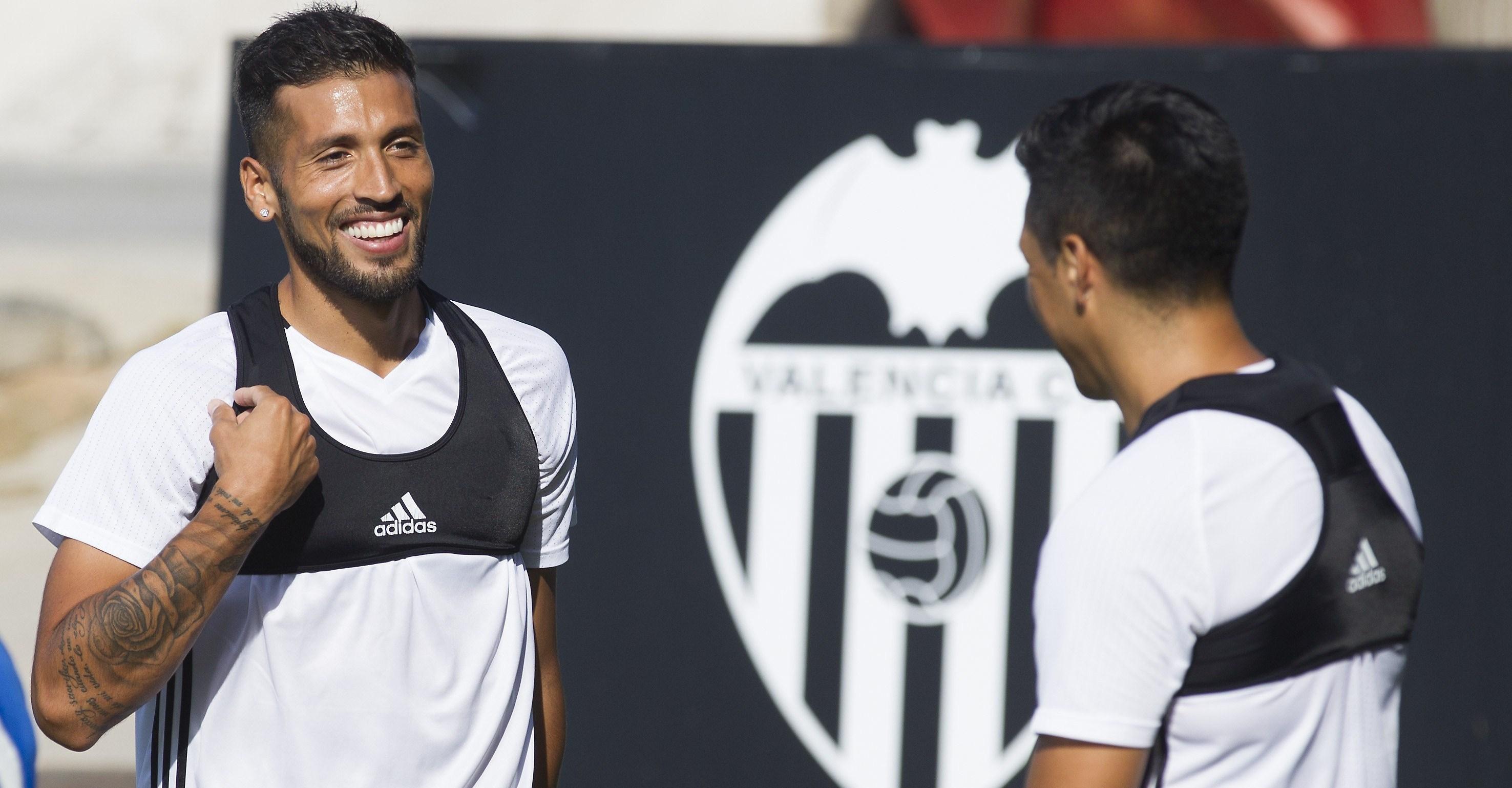Защитник Валенсии нужен Интеру и Челси