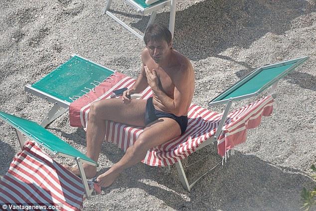 Жена загорает на море смотреть онлайн фотоография