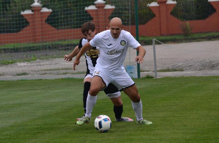 Кривошеенко (в белом) приближается к лидерам лиги по ассистам, koloskovalivka.com