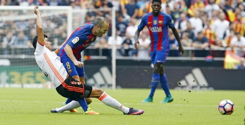 Футболист «Барселоны» Иньеста из-за травмы выбил на2 месяца