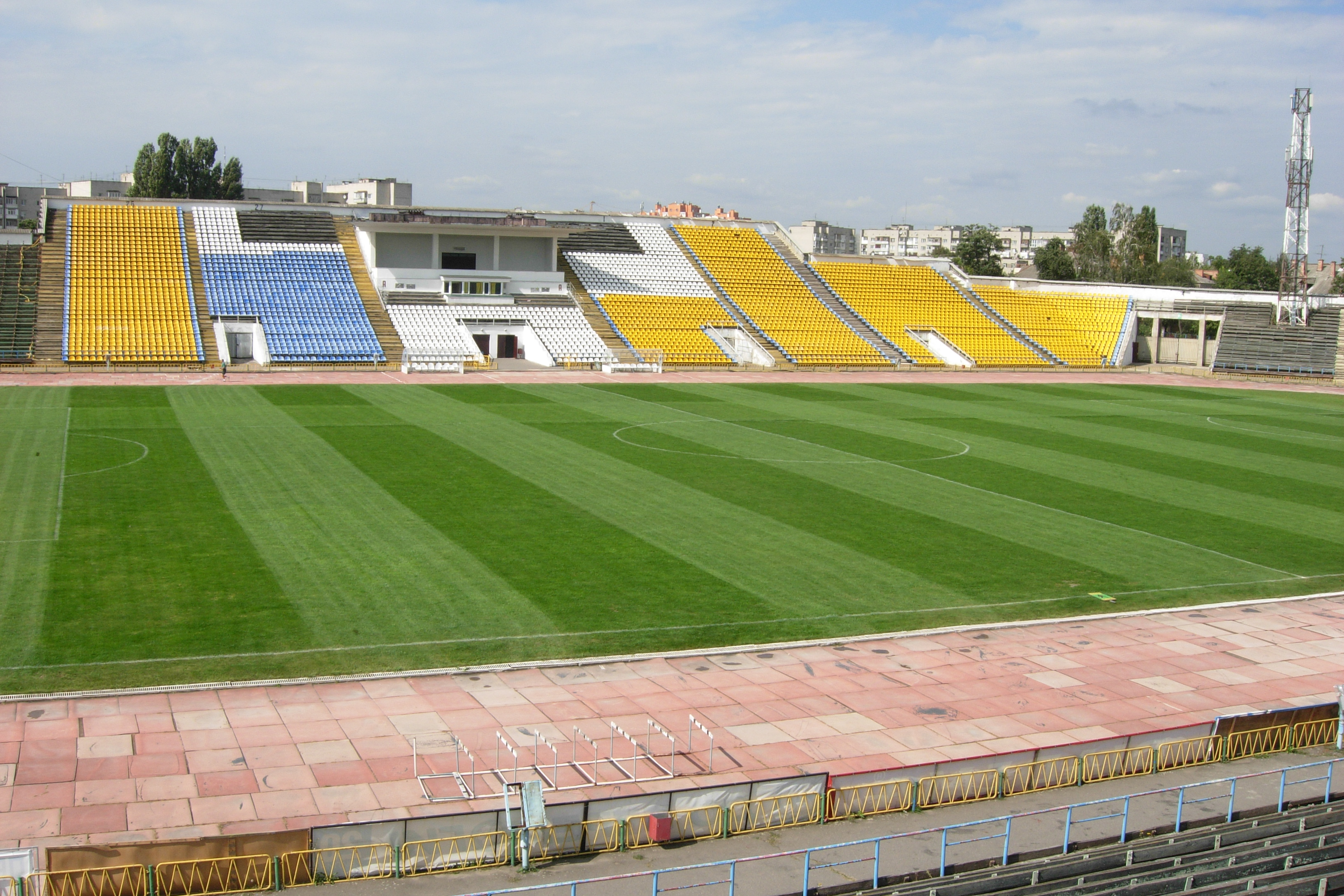 Нива-В проведет первый домашний матч в текущем сезоне на Центральном городском стадионе, который вмещает 24 тысячи зрителей, vmr.gov.ua