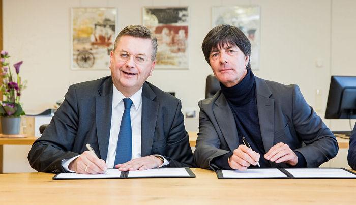 Йоахим Лев продлил договор сосборной Германии до 2020г