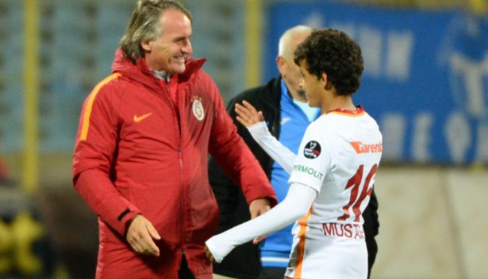 14-летний футболист дебютировал за«Галатасарай» вматче с«Левски»