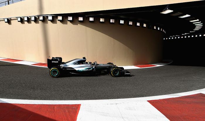 Хэмилтон стал победителем квалификационной гонки Гран-При Абу-Даби