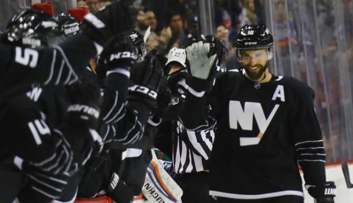 Николай Кулёмин с11-й попытки забил 1-ый гол вновом сезоне НХЛ