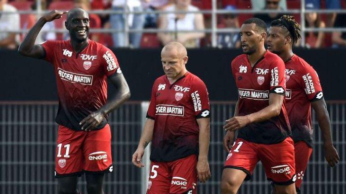 Футболисты «Бастии» вдевятером проиграли «Лиону» вигре 12-го тура чемпионата Франции