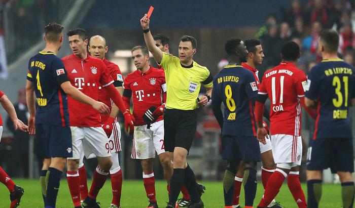 «Бавария» уверенно обыгрываетРБ «Лейпциг насвоем поле»