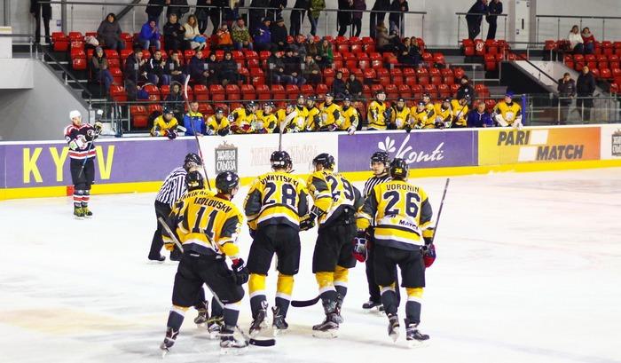 ВУкраинской хоккейной лиге осталось всего два клуба