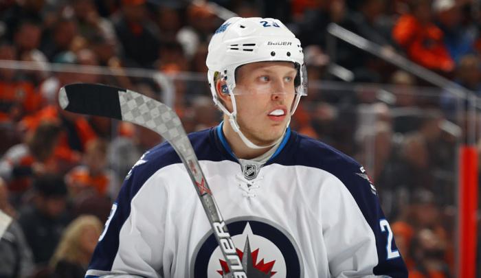 Хоккеист «Виннипега» Патрик Лайне получил травму головы вматче НХЛ с«Баффало»