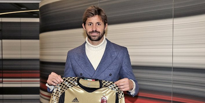 40-летний голкипер Сторари вернулся в«Милан»