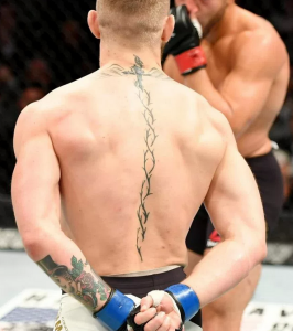 Конар макгрегор татуировка на спине
