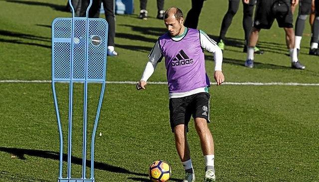 «Райо Вальекано» арендовал футболиста Зозулю, невзирая напротест фанатов