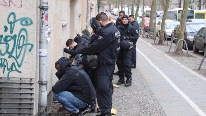 Фанаты Герты иАйнтрахта устроили массовую драку вБерлине