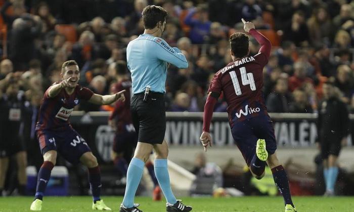 Валенсия потерпела крупное поражение от Эйбара