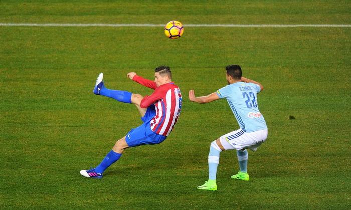 «Атлетико» в необыкновенном  матче выигрывает  «Сельту».