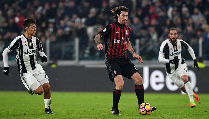 Защитник «Милана» Романьоли выбыл дочетырёх недель