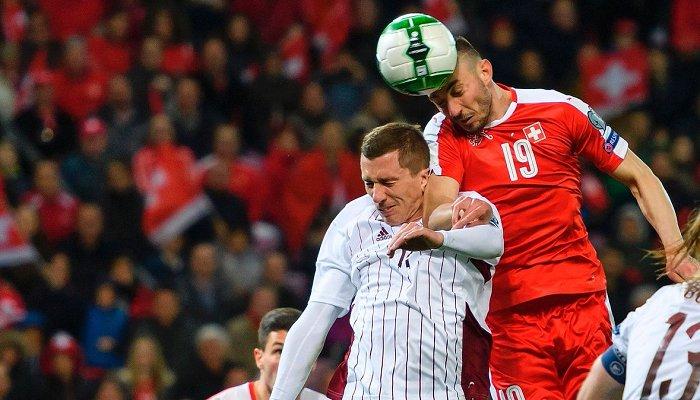 Швейцария в тяжелом матче победила Латвию