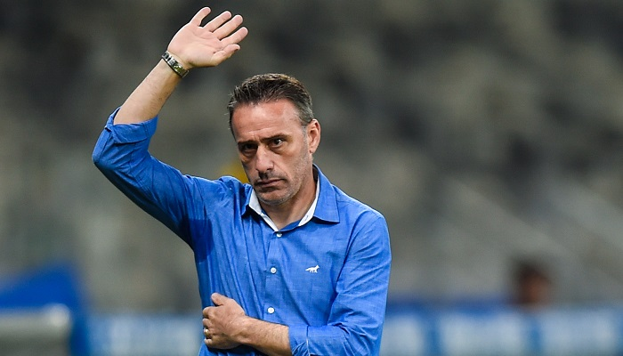 Олимпиакос уволил Паулу Бенту